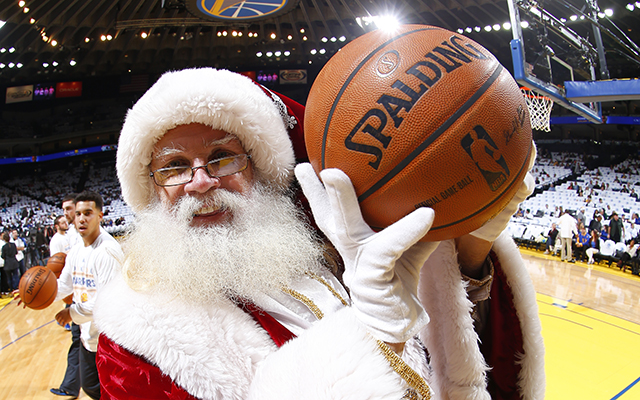 OAKLAND%2C+CA+-+DECEMBER+25%3A+Santa+Claus+takes+a+picture+before+the+Los+Angeles+Clippers+plays+the+Golden+State+Warriors+on+December+25%2C+2013+at+Oracle+Arena+in+Oakland%2C+California.+NOTE+TO+USER%3A+User+expressly+acknowledges+and+agrees+that%2C+by+downloading+and+or+using+this+photograph%2C+user+is+consenting+to+the+terms+and+conditions+of+Getty+Images+License+Agreement.+Mandatory+Copyright+Notice%3A+Copyright+2013+NBAE+%28Photo+by+Rocky+Widner%2FNBAE+via+Getty+Images%29